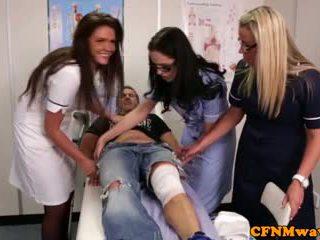 Nurses adele e emma tugging cazzo difficile