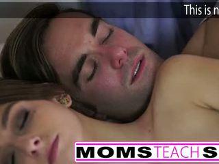 Горещ мама и стъпка син майната млад приятелка