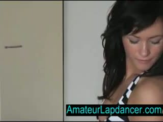 Seksual çehiýaly brunet lapdances for künti guy