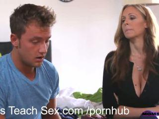 Momsteachsex jeune couple fucks chaud plus mère