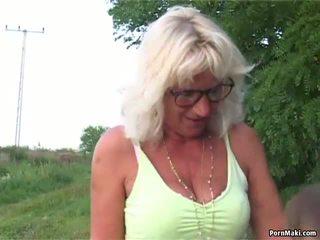 奶奶 户外 性别: 奶奶 性别 色情 视频 6e