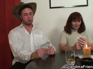 Striptease poker leads naar hard trio
