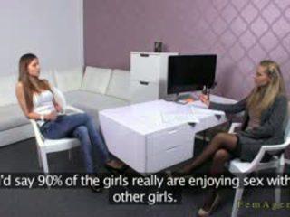 Female agent licks pasarica pentru eufrat pe interviu