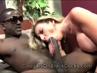 Lustful blondie pieauguša ielasmeita sara jay gets fucked līdz liels melnādainas vīrietis