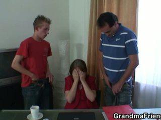 नानी, माताओं और लड़कों