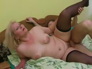 Sexy grootmoeder lena verleiden jong alex