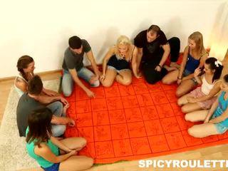 Spicy roulette: owadanja teens love big orgies