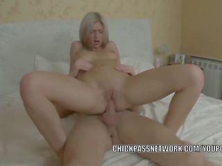 remaja hottie caitlin adalah getting fucked dalam beliau ketat pantat/ punggung