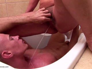 Mature mère et mamies piss et fucks jeune fils: porno 85