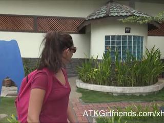 Ni cum på hoppas howell's glasögon på semester i malaysia