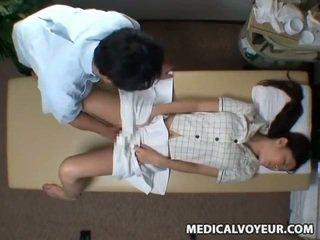 Spycam reluctant abielunaine seduced poolt masseur