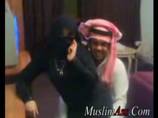 Niqab scandal ভিডিও