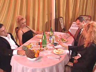 Two italiana mqmf follada en la discoteca