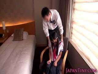 Japanilainen koulutyttö perseestä mukaan liike mies