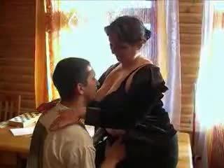 Pieauguša vecmāmiņa uzbudinātas par the dzimumloceklis