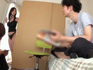 Miho tsuji gives a titjob un has viņai bumbulīši covered augšup augšup beside cumming