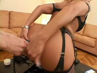 Rubia nena sarah james receives su grande pompis toyed duro