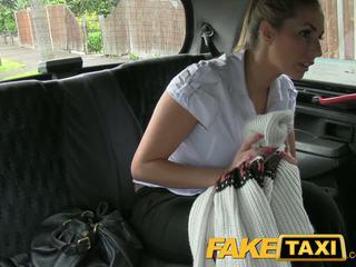 Faketaxi 调皮 警察 女人 在 taxi 男人 payback