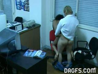 Офіс ебать спіймана по прихований вебкамера
