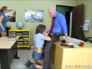 Thiếu niên và stepmom worships trường học teachers to con gà trống