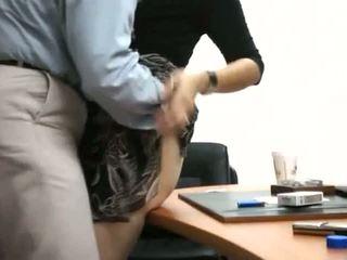 Sekretāre nokļūt fucked uz birojs