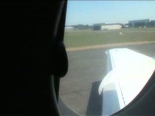 Sarah twain och yasmine fyrkant kul i en plane