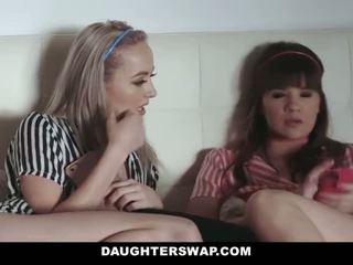 Daughterswap - tenåringer knullet av pappaer beste venn