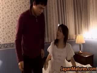 Moshë e pjekur japoneze model gets fingered