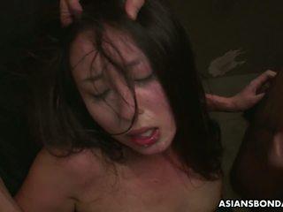 Slamming her with mainan so she gets off hard: free porno 64
