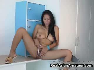 Iso boobed aasialaiset hottie stuffing hänen