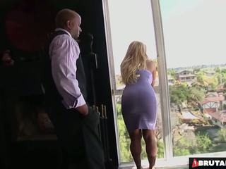 Brutalclips besar boobed tyla uses dia