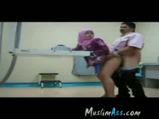 Boss ficken hijab sekretärin bei arbeit