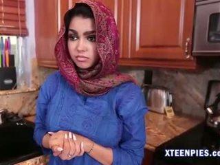 Sexy arab utie ada creampied door groot lul na neuken