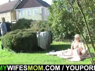 Съпруга catches след това чукане на открито