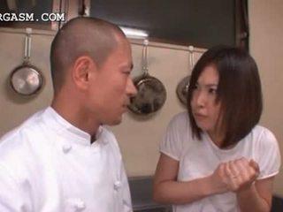الآسيوية نادلة gets الثدي grabbed بواسطة لها رئيس في عمل