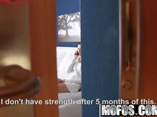 Mofos - sangat indah rambut coklat rides dia orang yang menikmati melihat seks starring arian joy