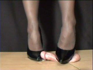 Любовница arletta crushed в черни stilettos