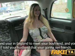 ハンガリー語 とともに ホット ボディ と ティッツ - fake taxi