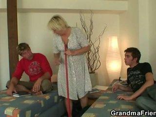 Miang/gatal remaja roommate fucks panas nenek