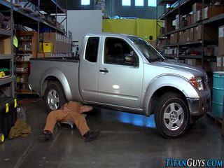 Buff mechanic bears nael
