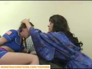 मोम seducing बोए और टीन गर्ल scout