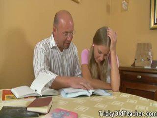 Marvelous coed pleases viņai immoral skolotāja.