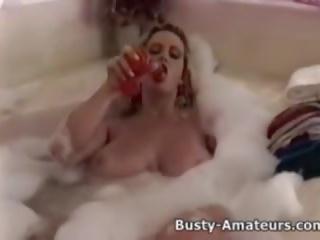 ボインの heather 再生 彼女の プッシー 上の bathtub: フリー ポルノの 5a