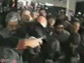 Szajha gives egy shocking nyilvános leszopás
