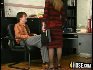 Руски майка прецака от син в право