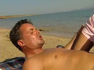 Anal i fisting na plaża