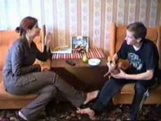 Äldre sister teaches bror