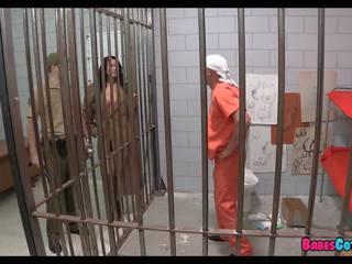 他的 最後 片 的 的陰戶 在 監獄, 免費 色情 2d