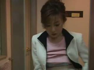 Japansk mamma fanget nephew runking video
