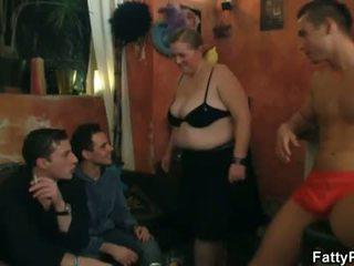 脂肪 pub: 角質 大きな美しい女性 bitches preparing のために an 乱交パーティー パーティー
